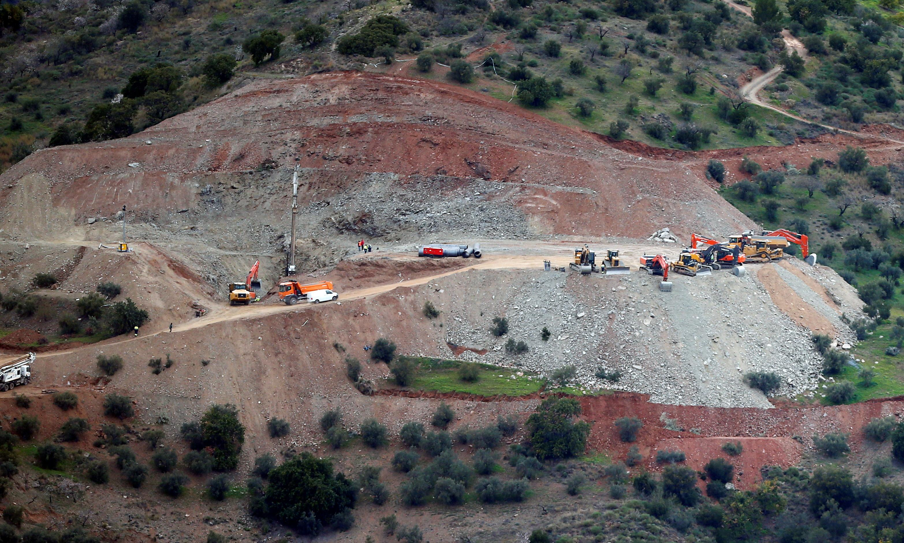 Trapped toddler: rescue attempt in Spain slowed as drill hits hard rock