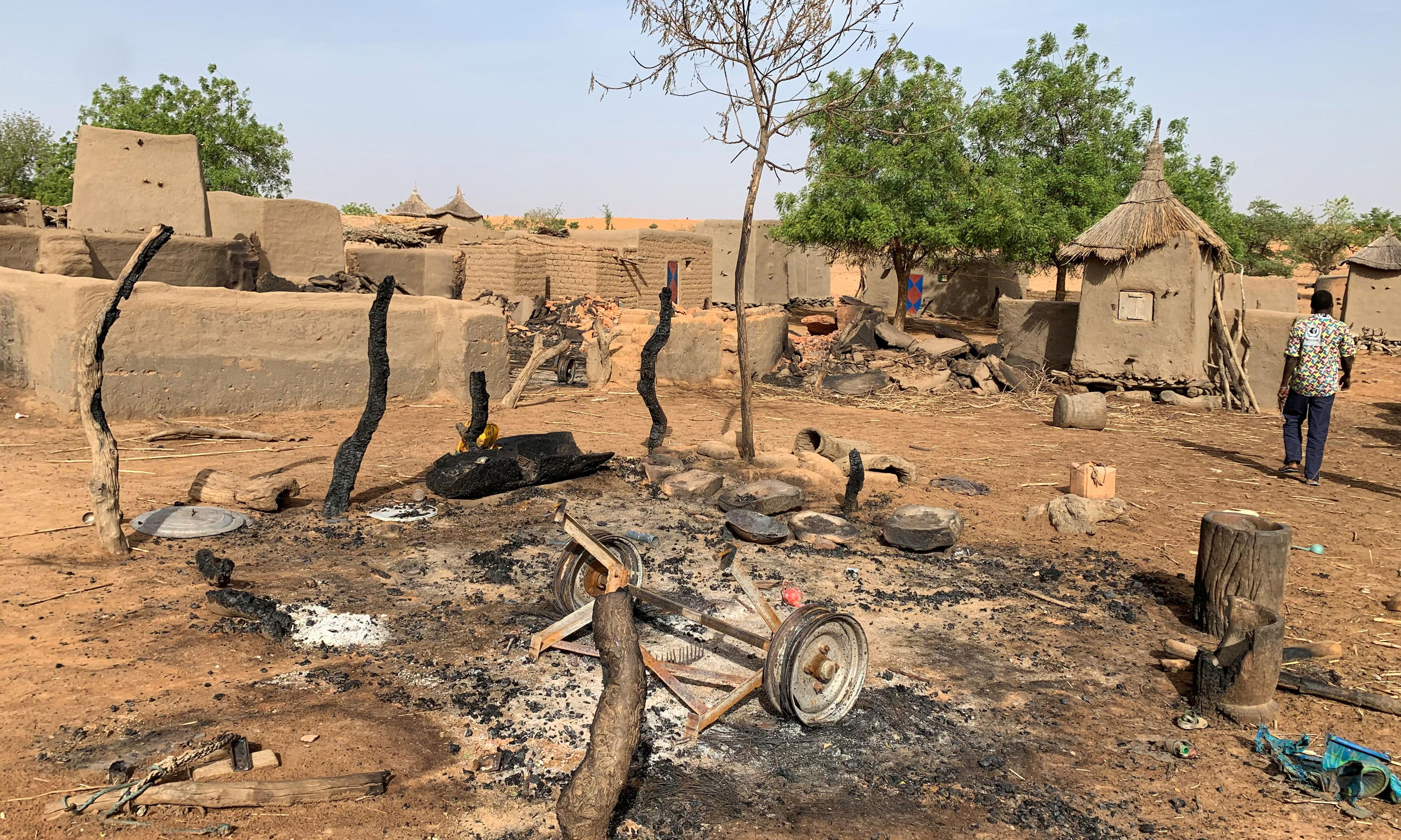 Mali crisis worsens as hundreds of thousands flee militia attacks