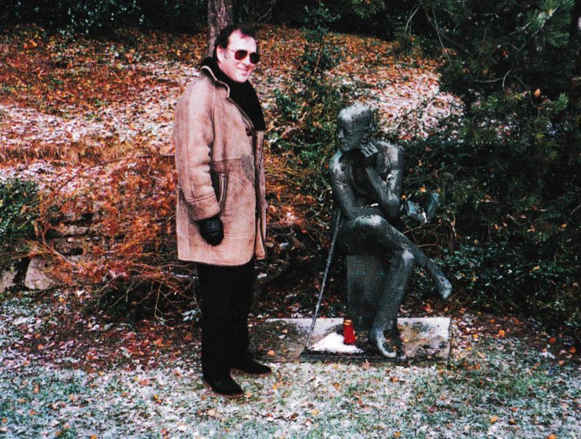 Literary pilgrims to James Joyce's grave