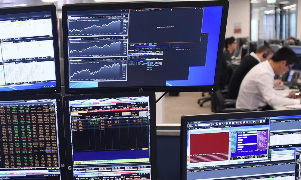 Markets reactions in London<br>epa04897245 A trader at IG Group Holding looks at computer screens in central London, Britain, 25 August 2015. European shares rebounded after a massive sell off just one day earlier lead to billions being wiped off the region's stocks amid worries about the outlook for China's economy. Stocks in London rose 2.6 per cent. EPA/FACUNDO ARRIZABALAGA