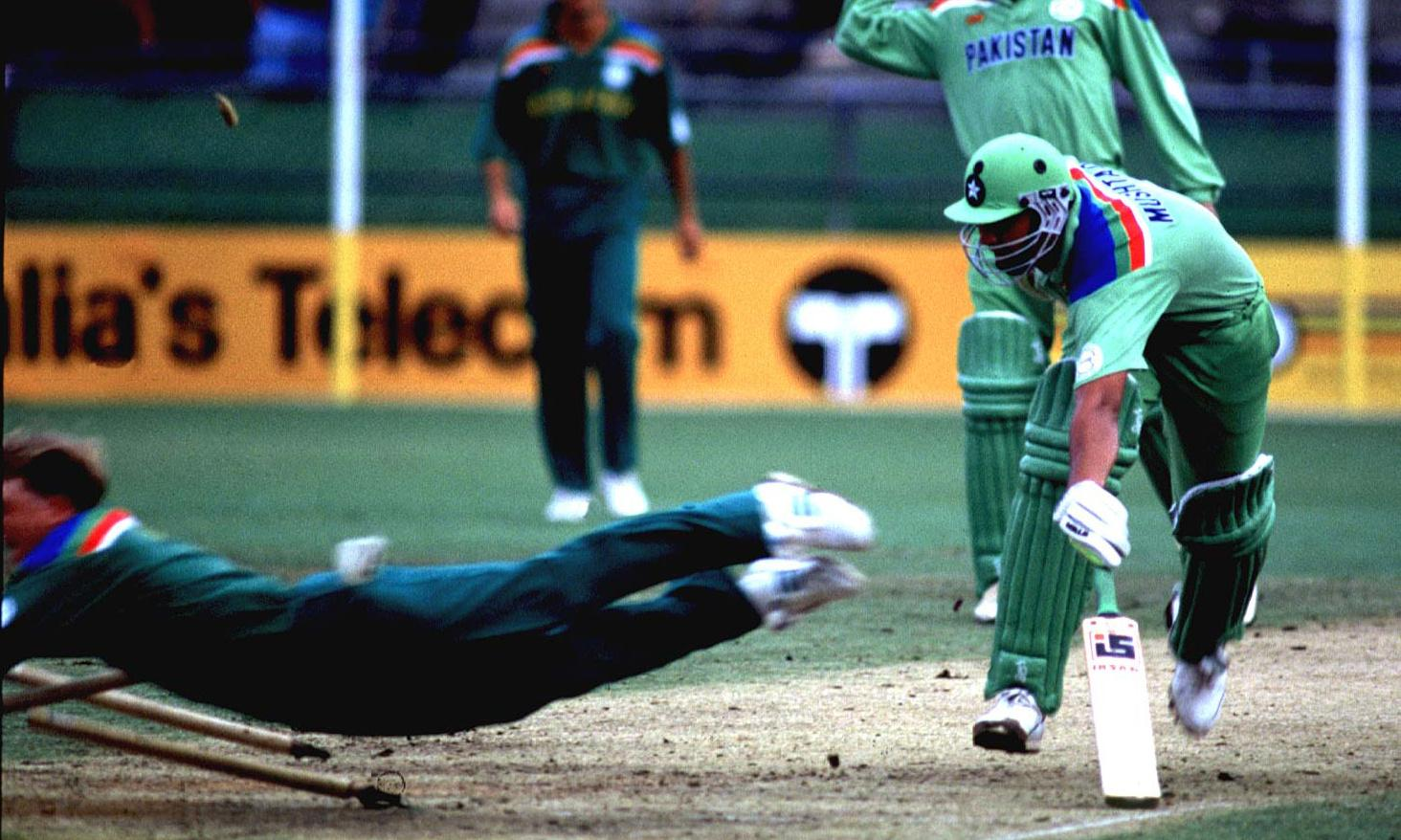 Cricket's Superman, a history of women's football and bad unveilings