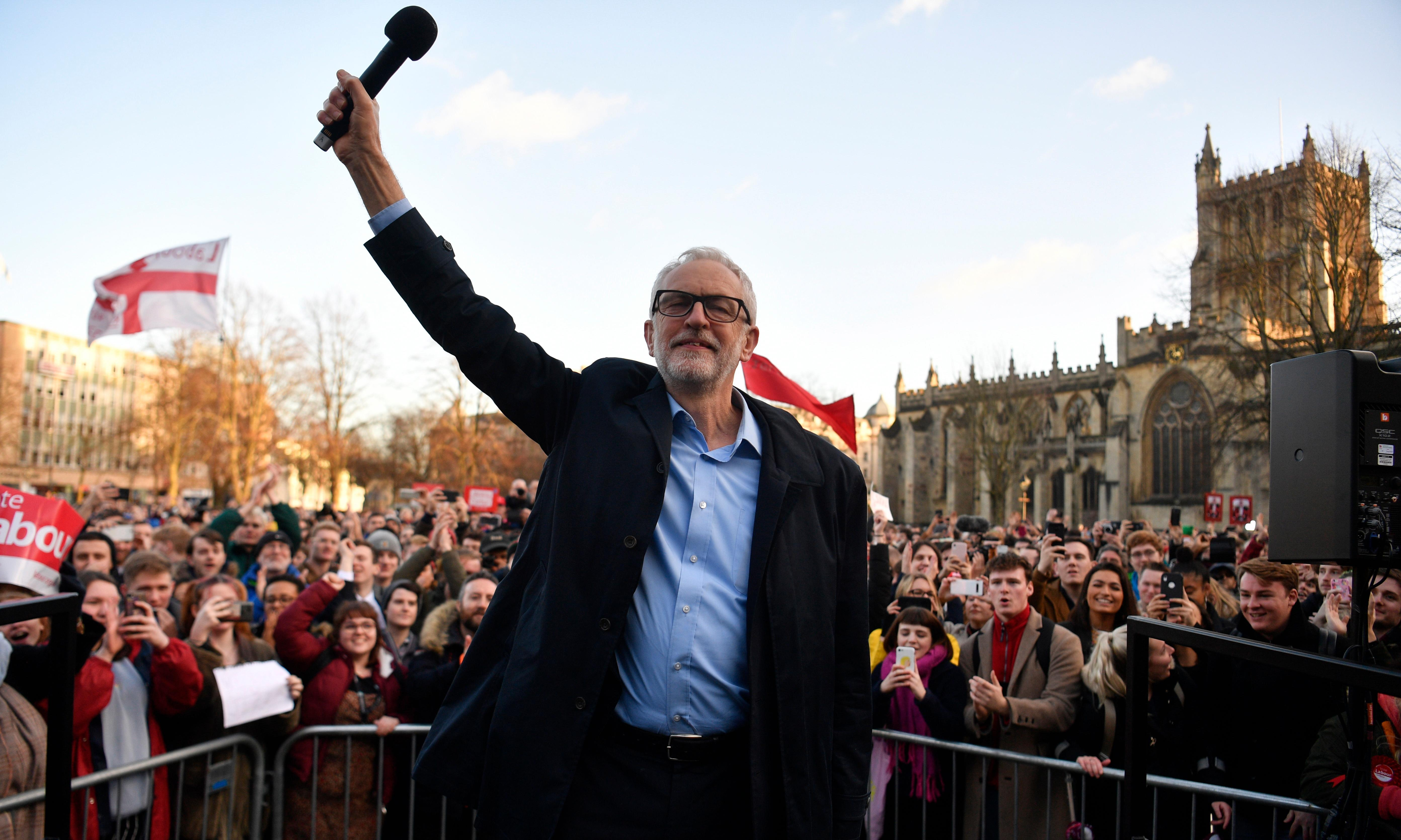 Corbyn plays all the old favourites in Bristol but no one's dancing
