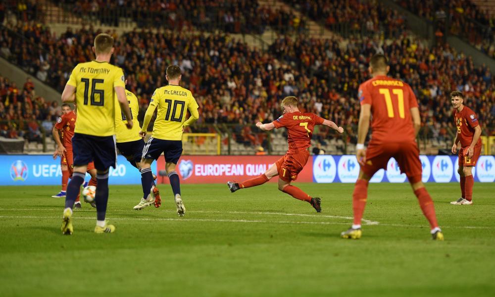 Kevin De Bruyne of Belgium scores to make it 3-0.