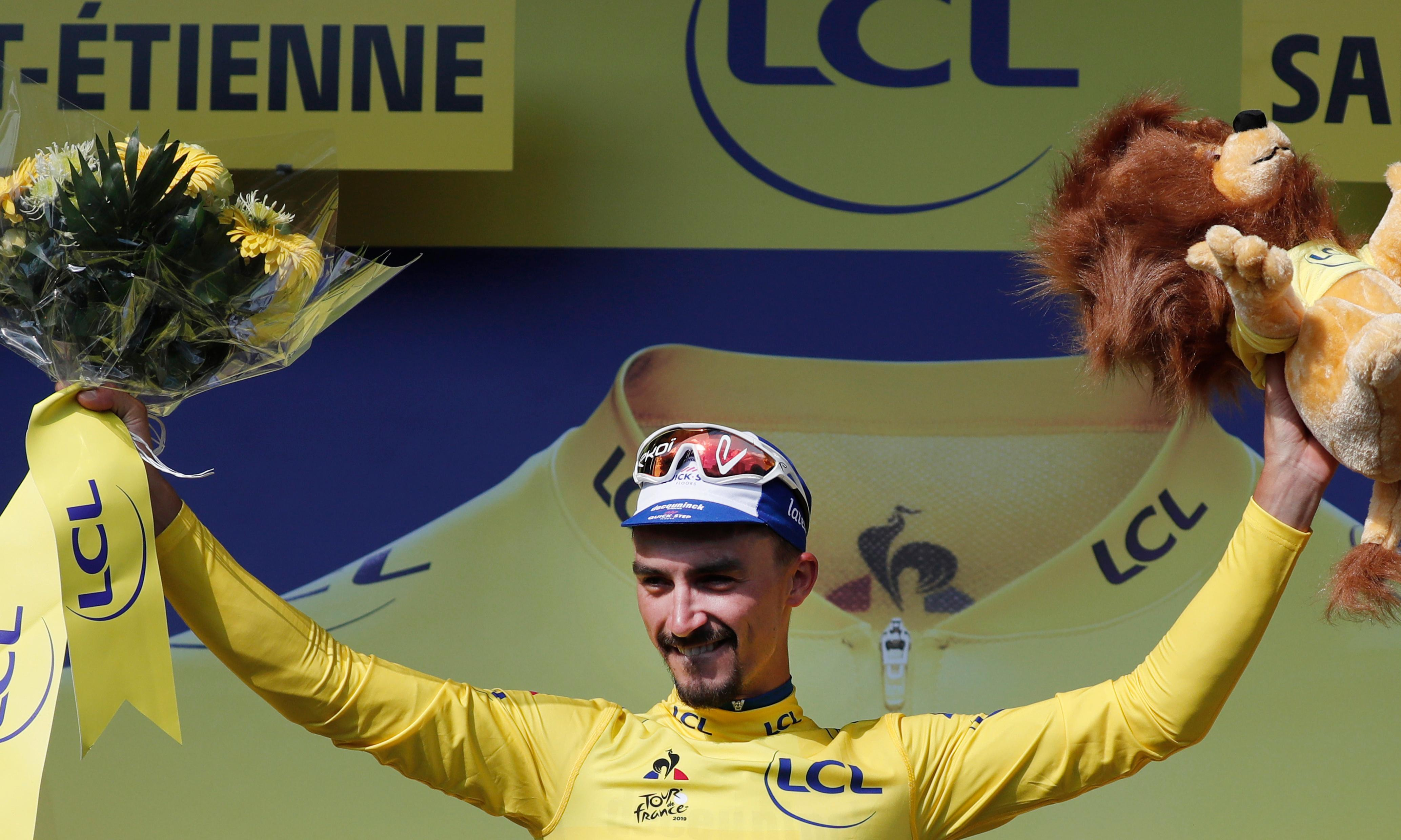 Geraint Thomas battles back after suffering second Tour de France crash