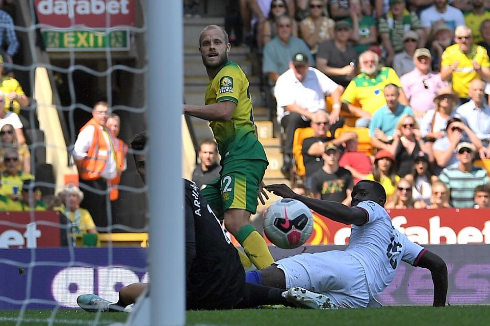 Teemu Pukki watches his shot beat goalkeeper Kepa Arrizabalaga.