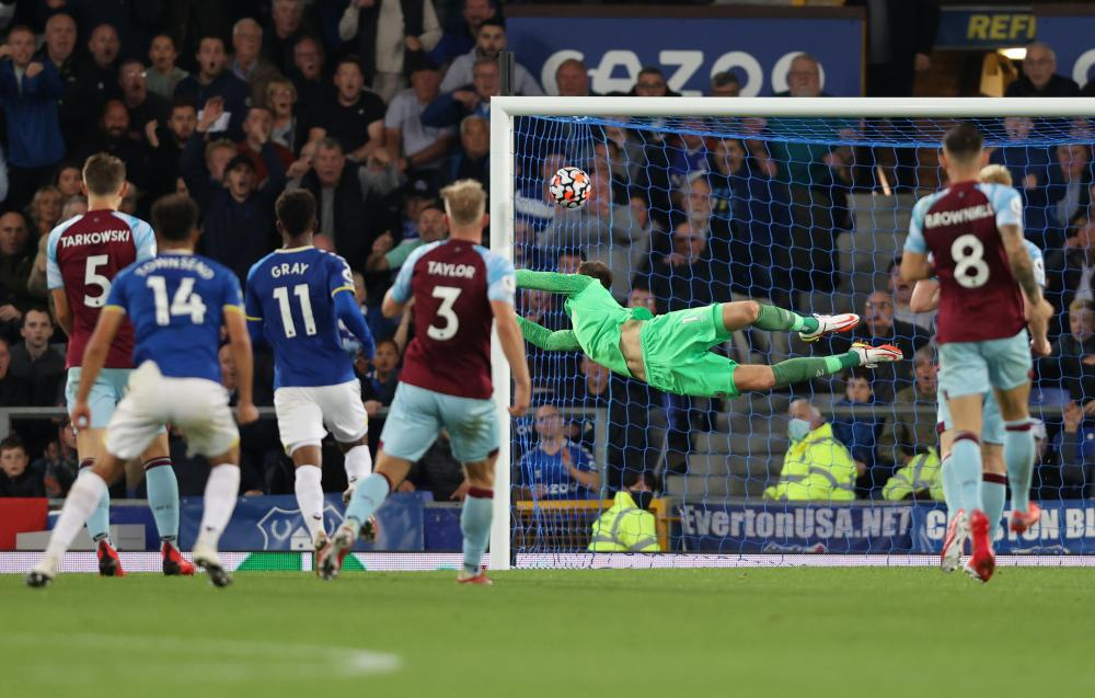 Andros Townsend of Everton scores their team's second goal as Nick Pope of Burnley dives in vain.