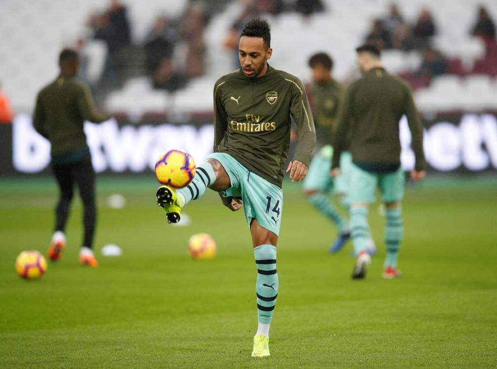 Pierre-Emerick Aubameyang before the game.