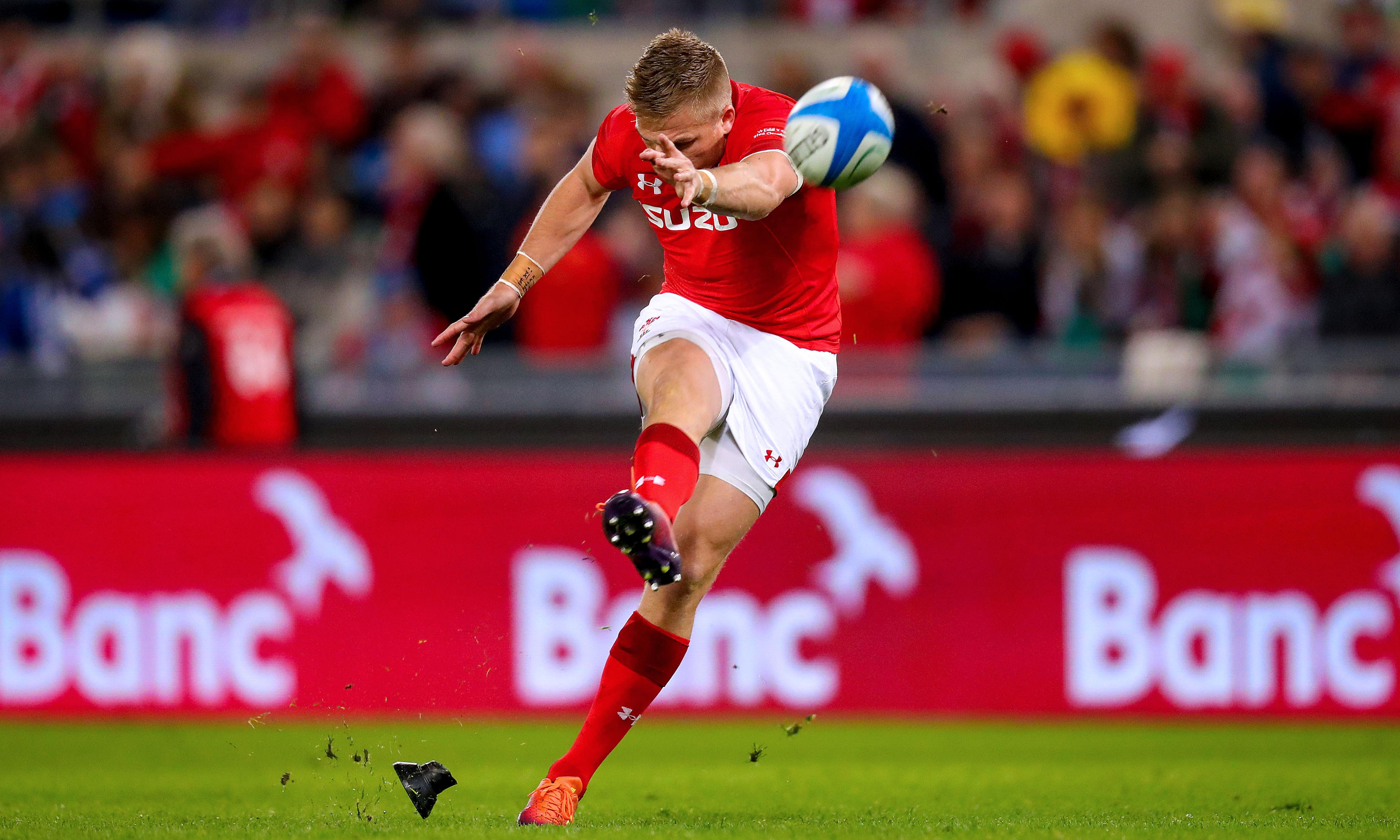 Gareth Anscombe selection highlights Wales's adapted Warrenball strategy