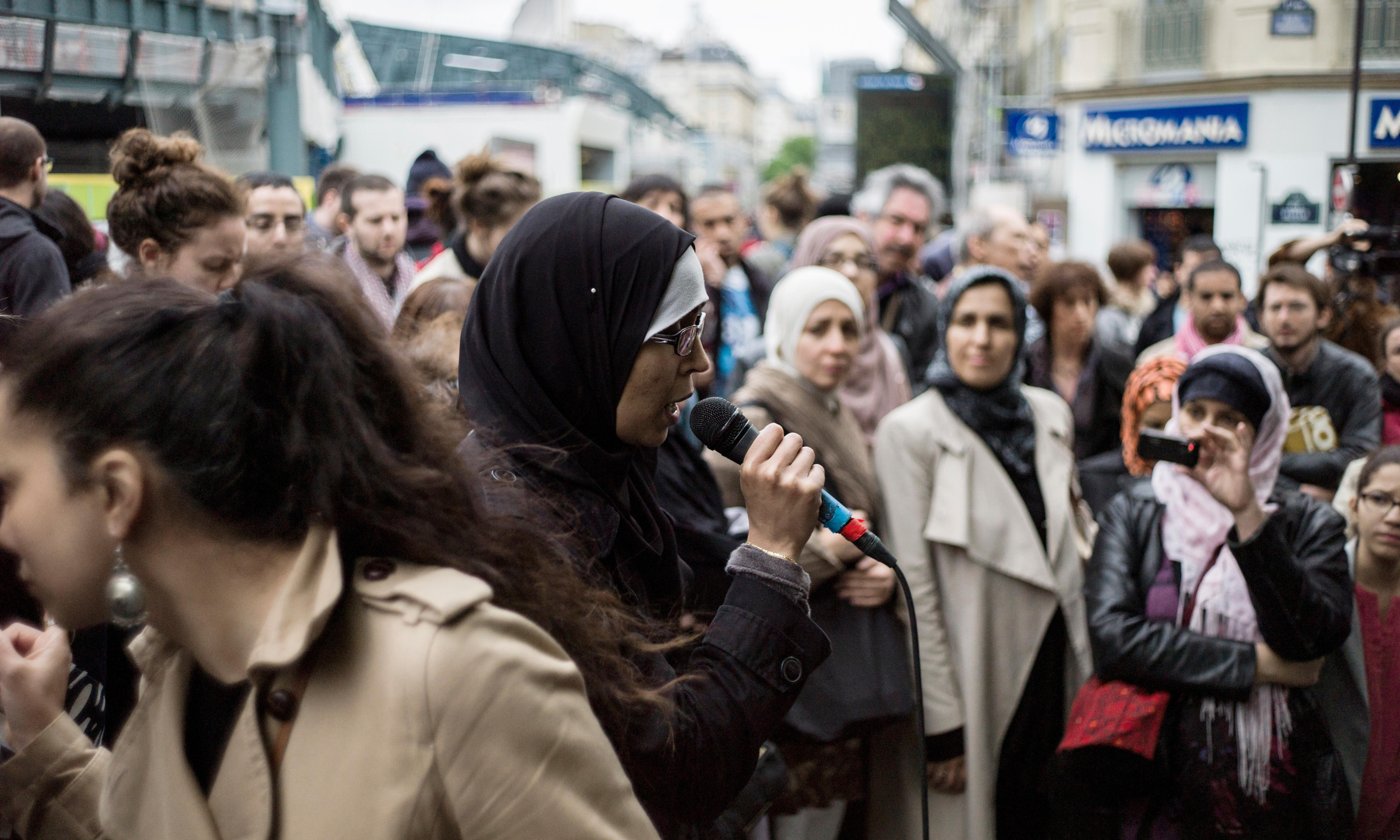 French government resists calls for school trip headscarf ban
