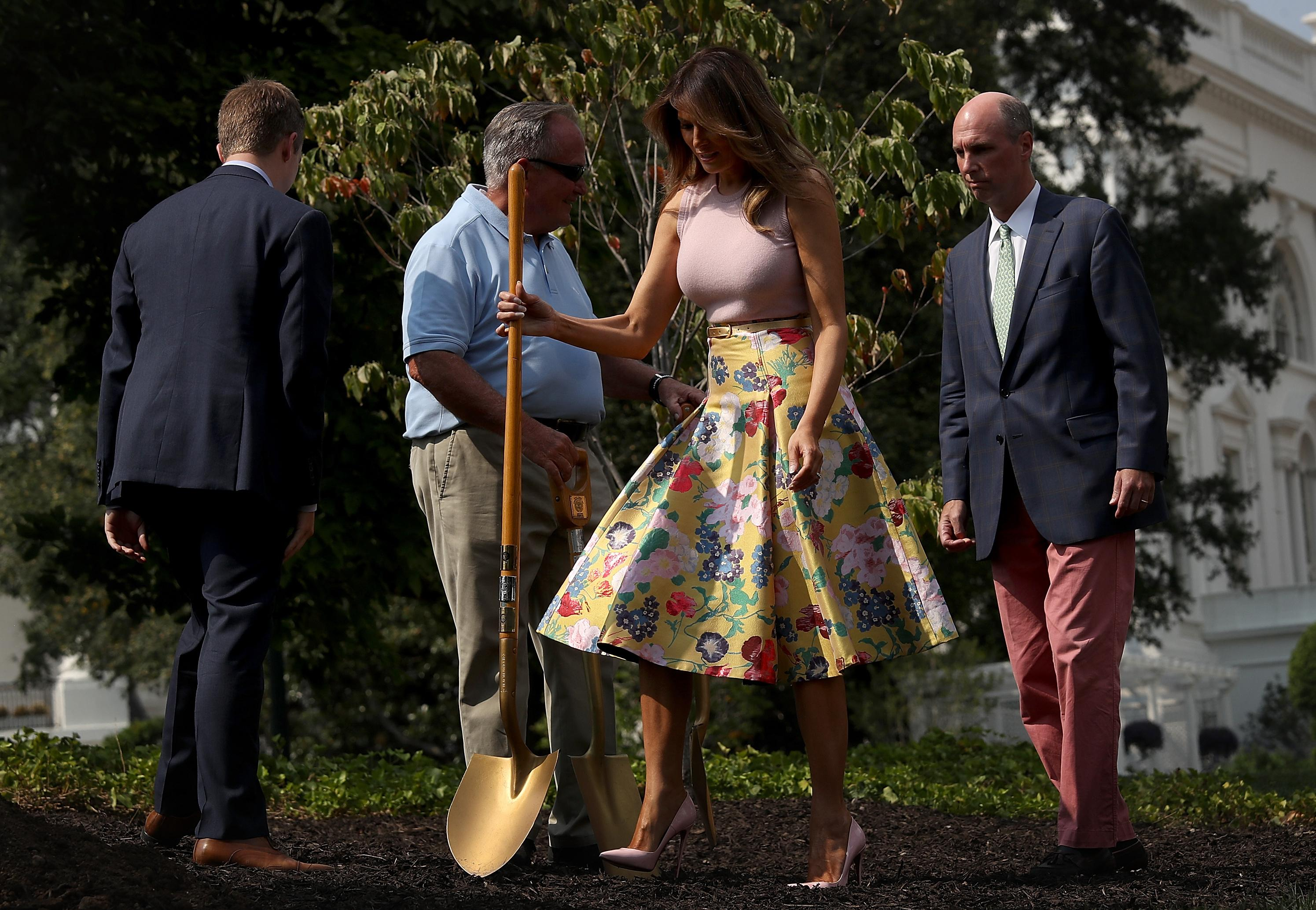 Stilettos and a $4,000 skirt: Melania Trump's tree-planting outfit
