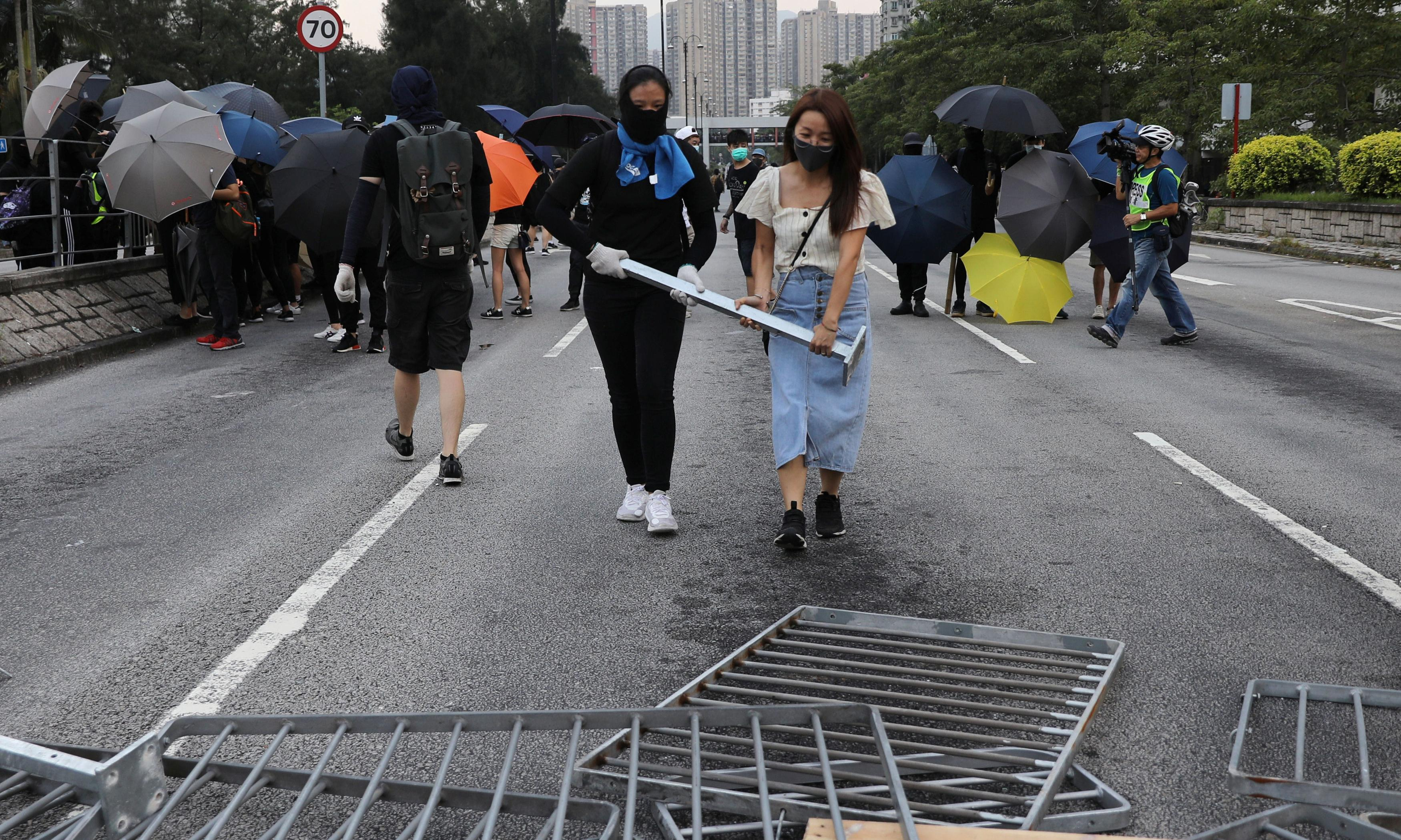 Hong Kong protesters use new flashmob strategy to avoid arrest