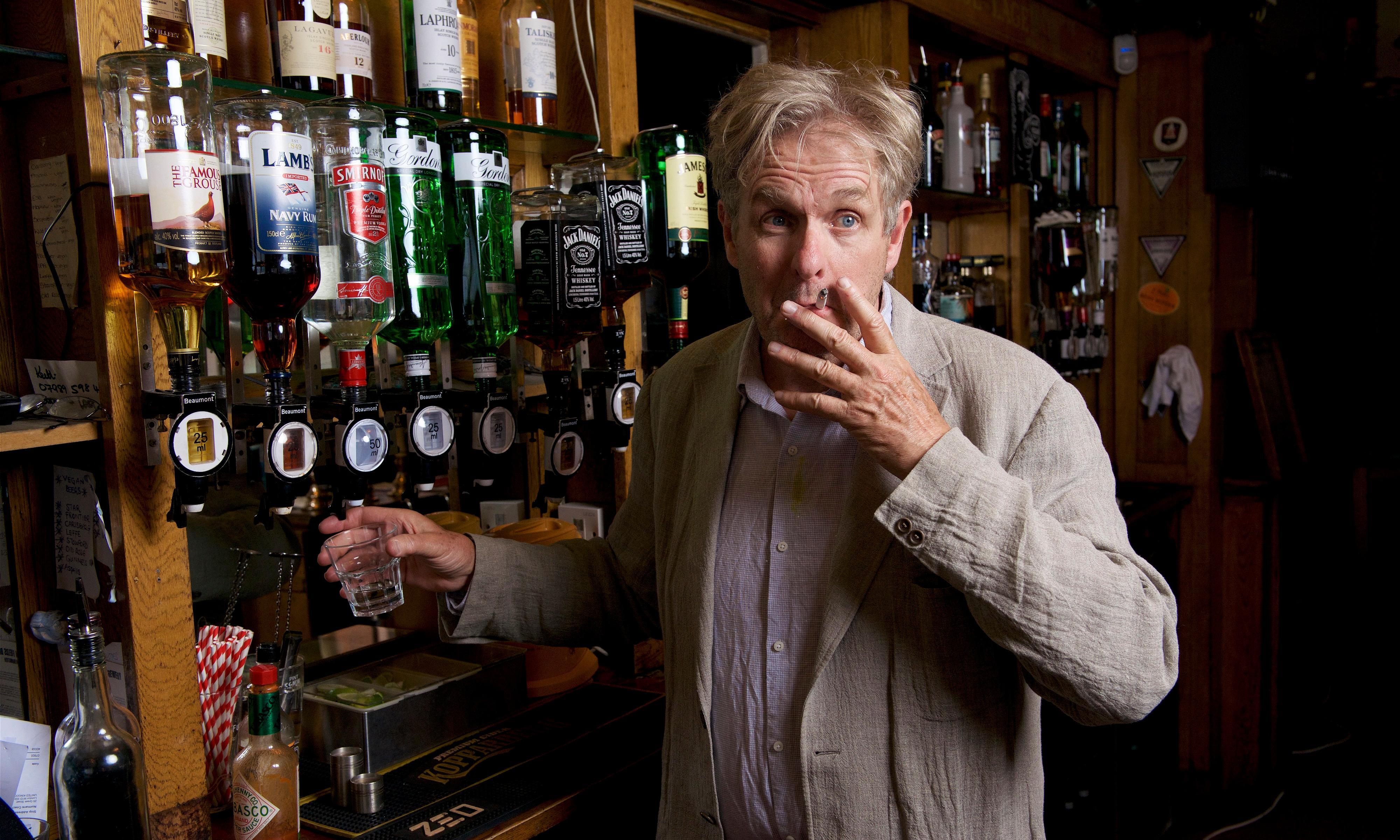 Jeffrey Bernard Is Unwell review – Soho boozer's pint-sized revival