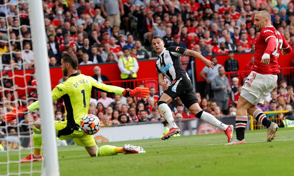 Javier Manquillo slots the ball past David de Gea for the Magpies' equaliser.
