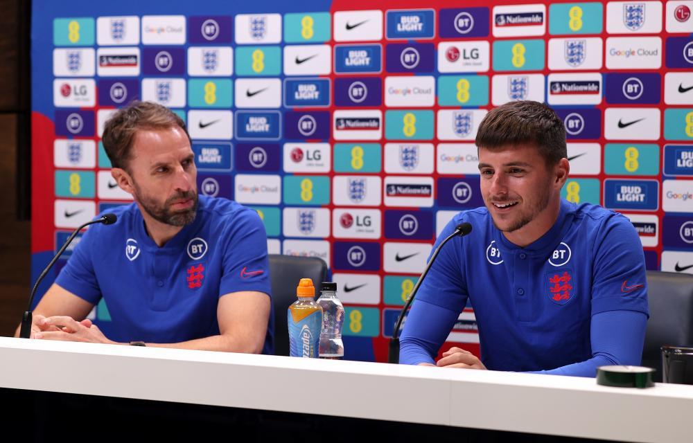 Gareth Southgate and Mason Mount