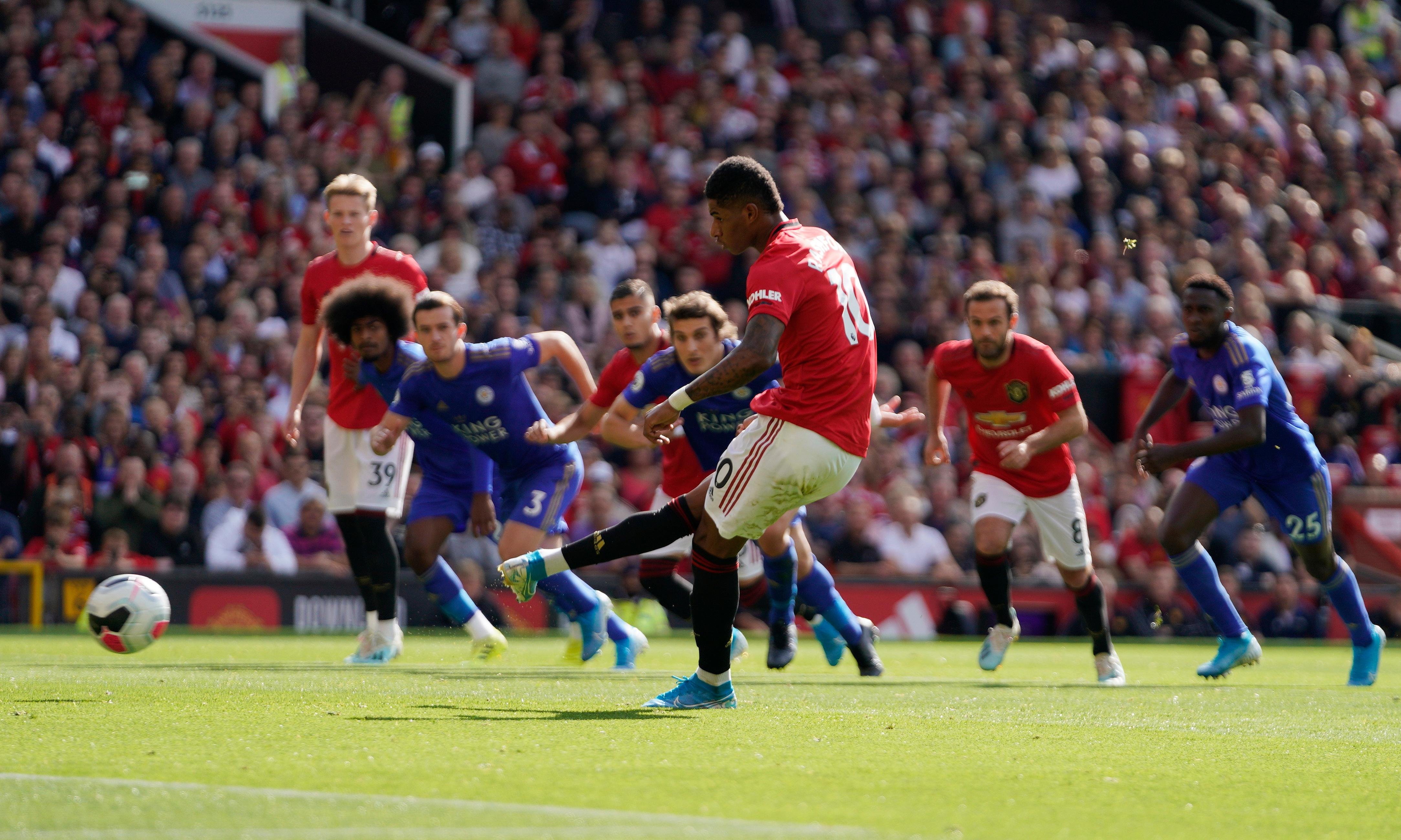 Marcus Rashford's early penalty edges blunt Manchester United past Leicester
