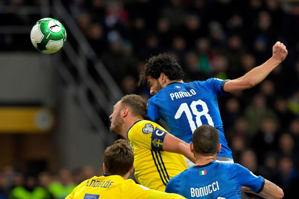 Marco Parolo heads wide.