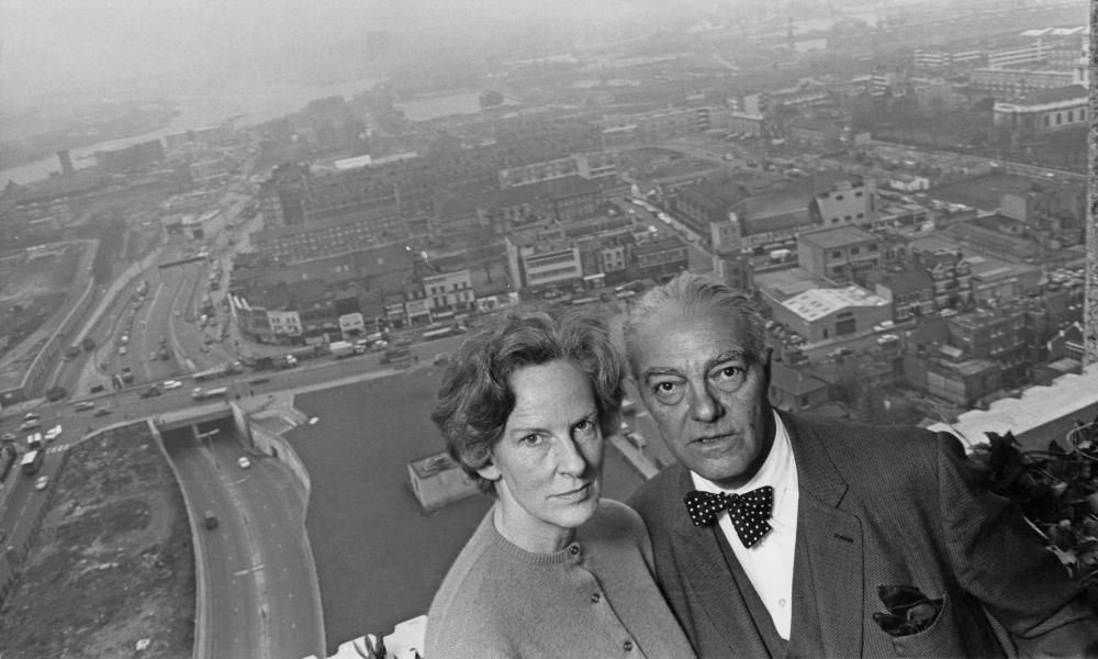 Erno Goldfinger and his wife Ursula on the balcony of their flat in Balfron Tower.