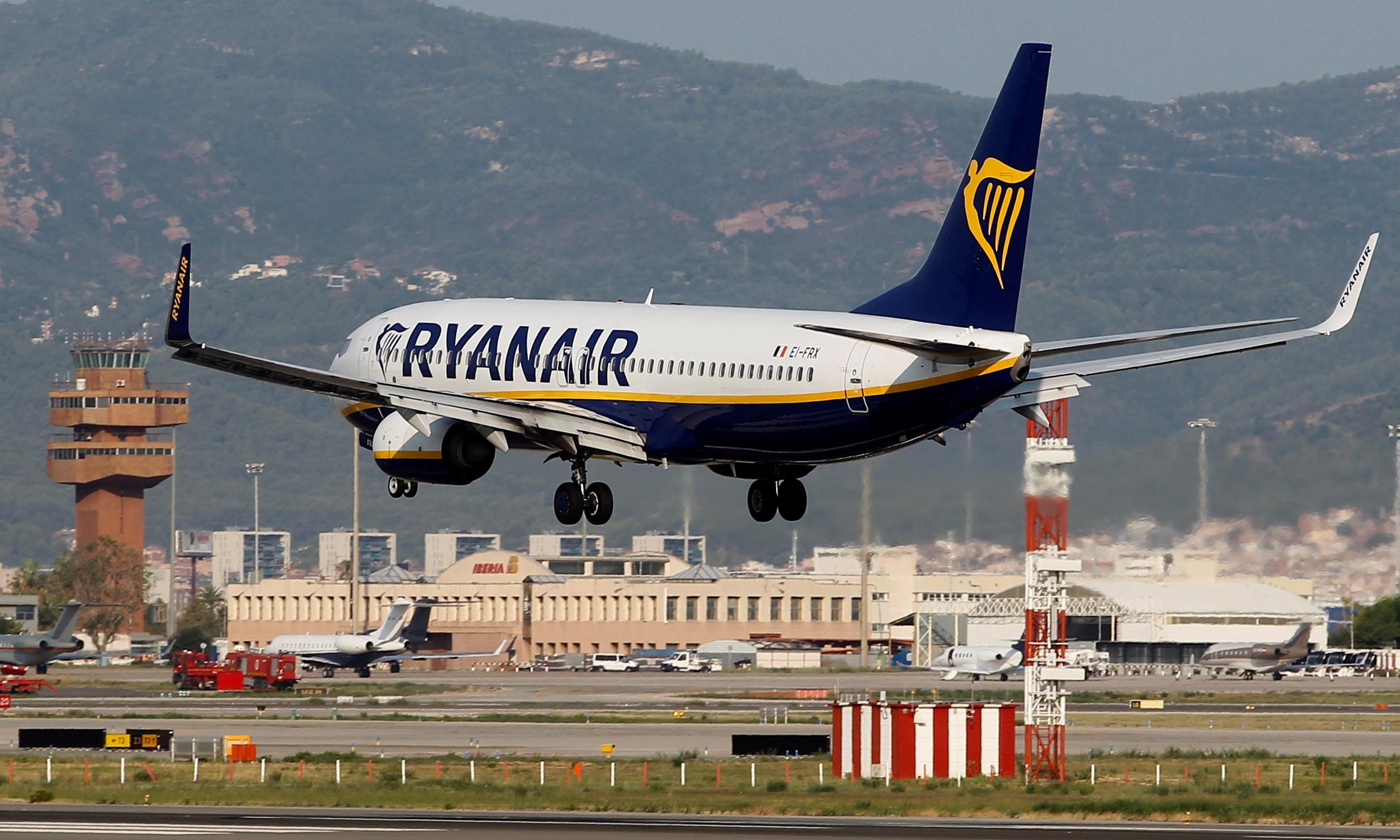 Ryanair raises profit guidance after last-minute festive bookings