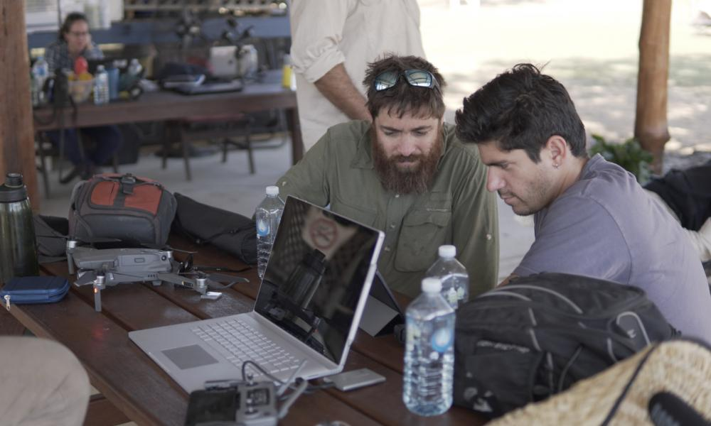 CSIRO researchers Dr Andrew Hoskins and Rodolfo Ocampo survey data