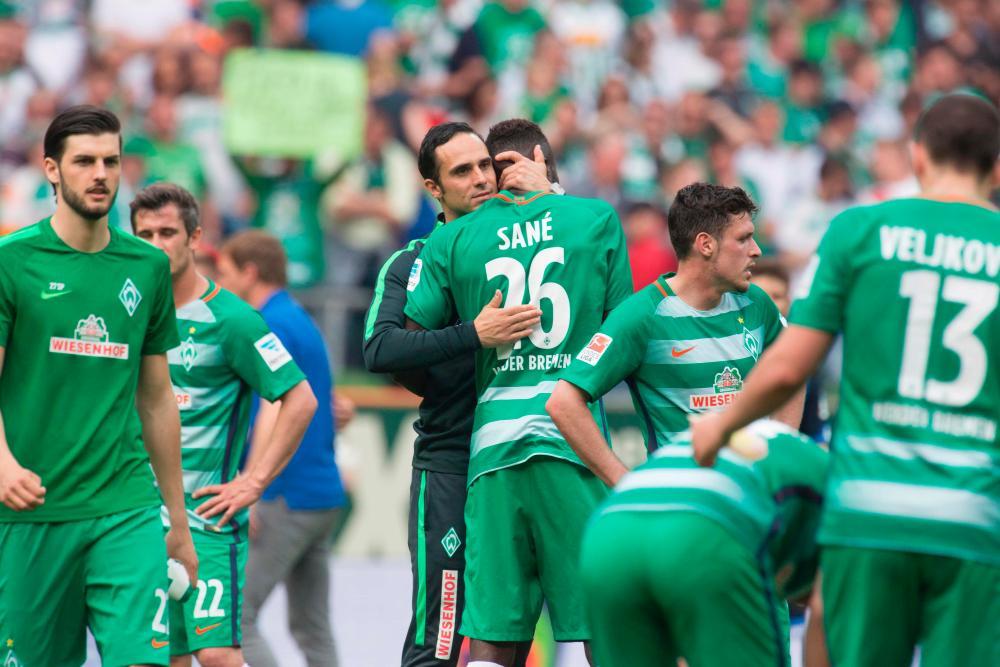 Alexander Nouri hugs defender Lamine Sane after the match against TSG Hoffenheim.