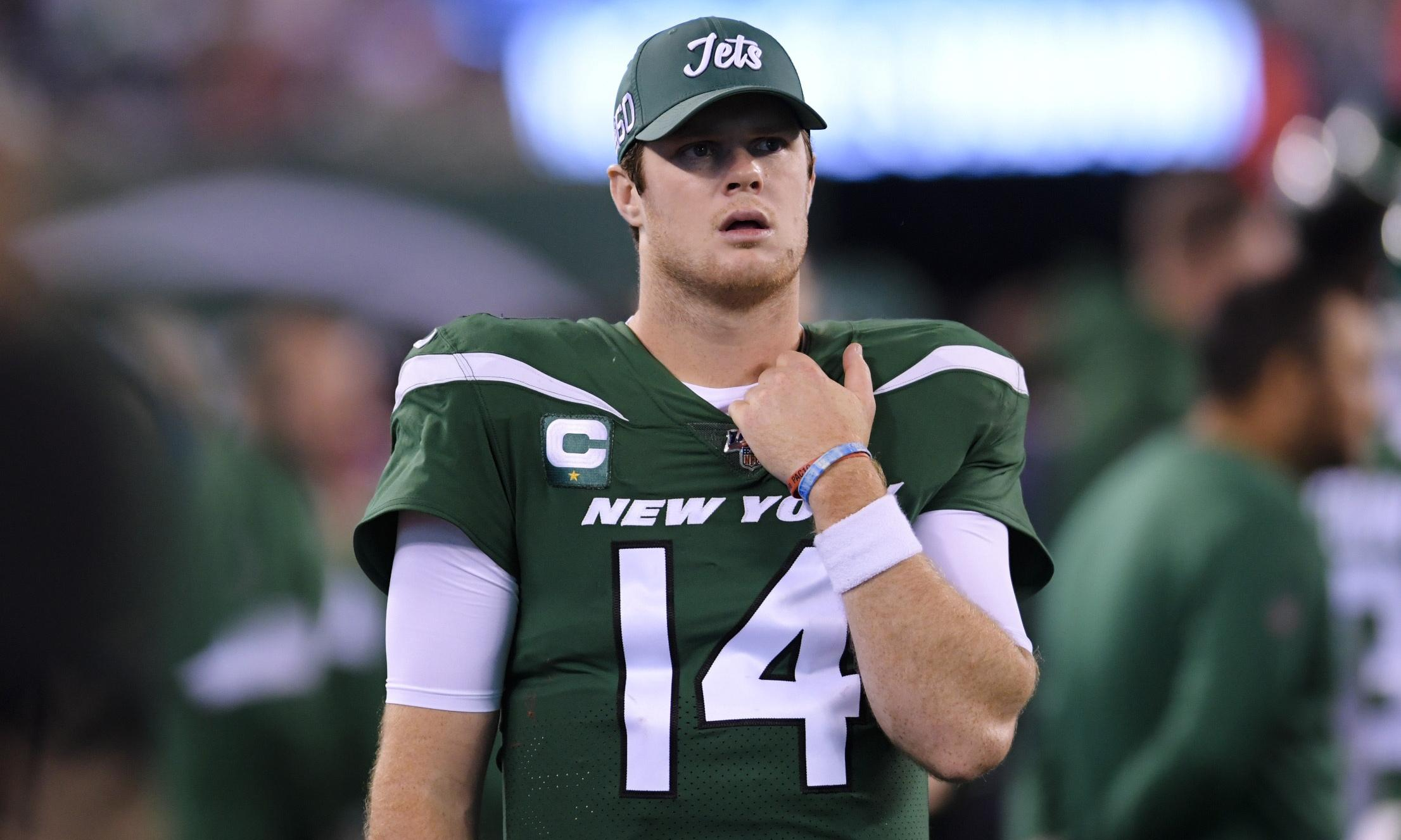 'I'm seeing ghosts': Pats terrorize Darnold and Jets in Monday night massacre