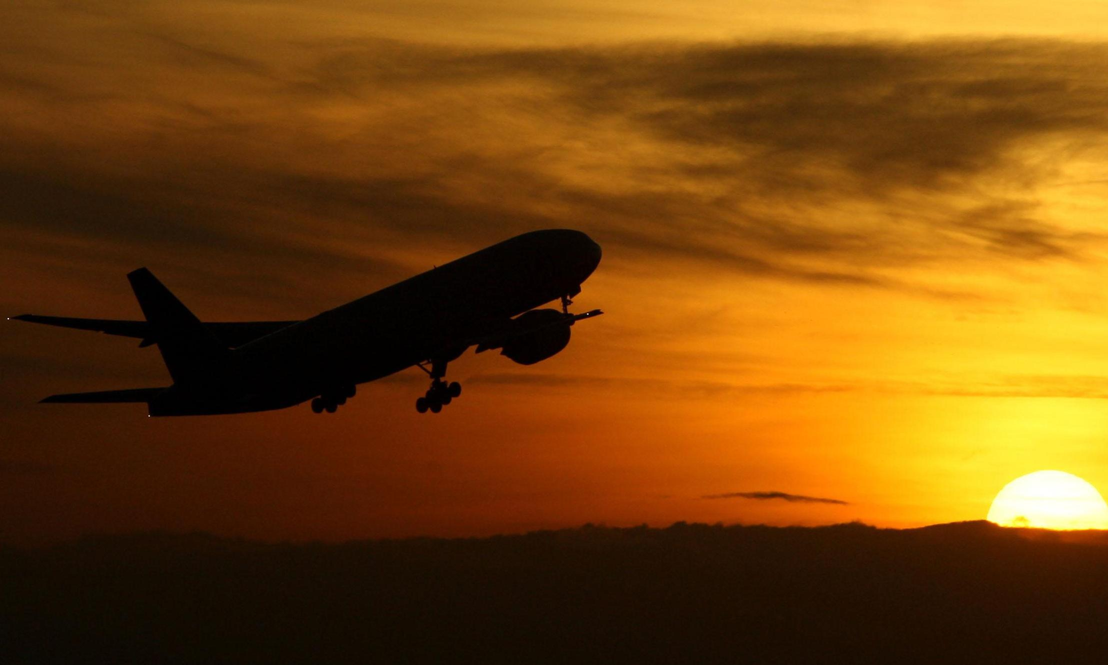 UK accused of ignoring obligations on aviation emissions