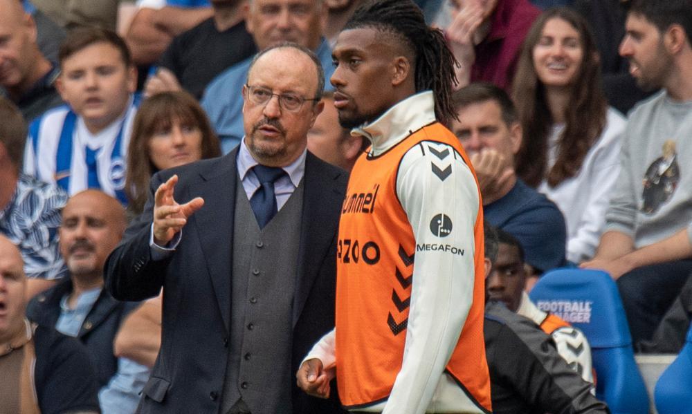 Everton manager Rafa Benítez and Alex Iwobi