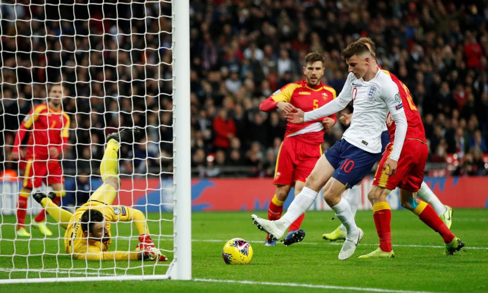 England's Mason Mount prods the ball into the net but it's chalked off due to him being offside.