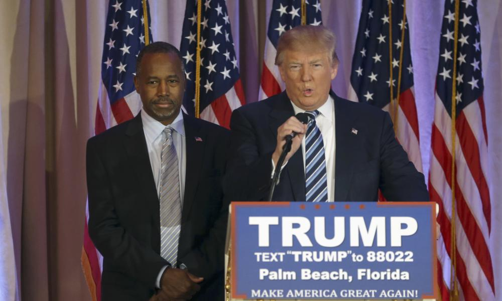 Trump with adviser Ben Carson.