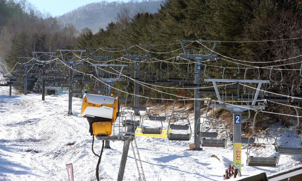 Ski lifts remain suspended at a ski resort in Pyeongchang, Gangwon Province, South Korea, 16 December 2020.