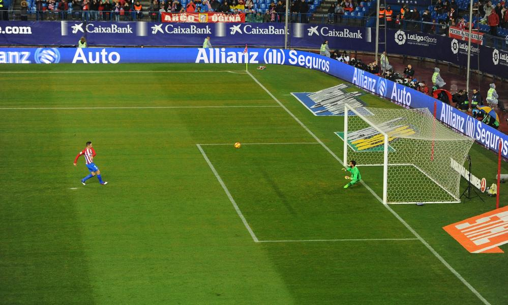 Fernando Torres slams his penalty against the crossbar.