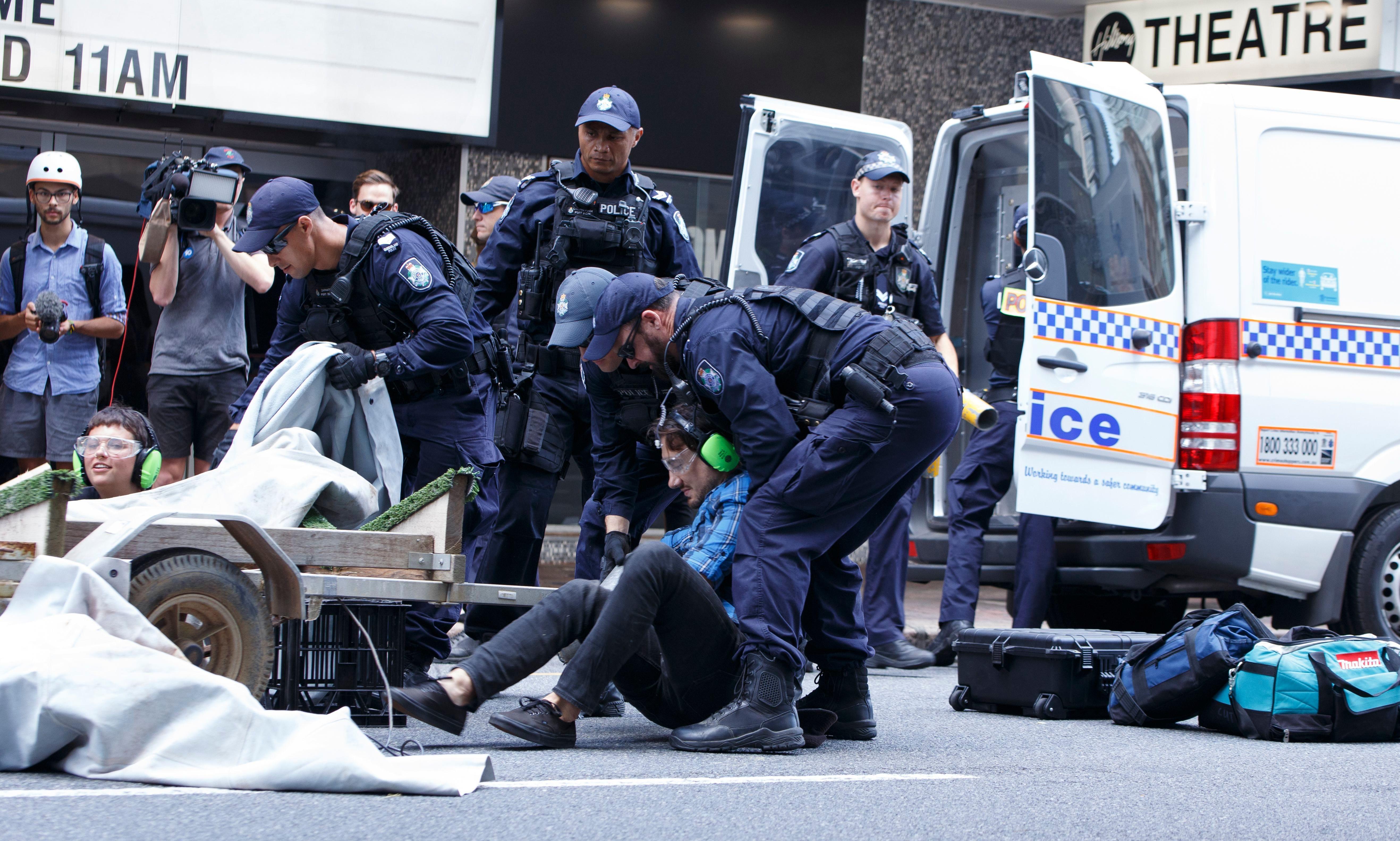 Extinction Rebellion: Labor members say 'chilling' mass arrests have echoes of Bjelke-Petersen era