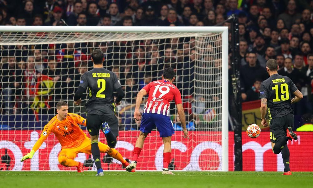 Diego Costa shoots wide.
