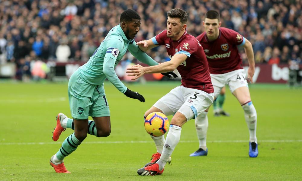 Ainsley Maitland-Niles of Arsenal battles for possession with Aaron Cresswell of West Ham United