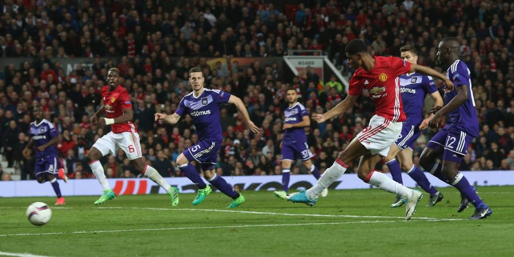 Marcus Rashford misses another chance as he fires into the side netting.