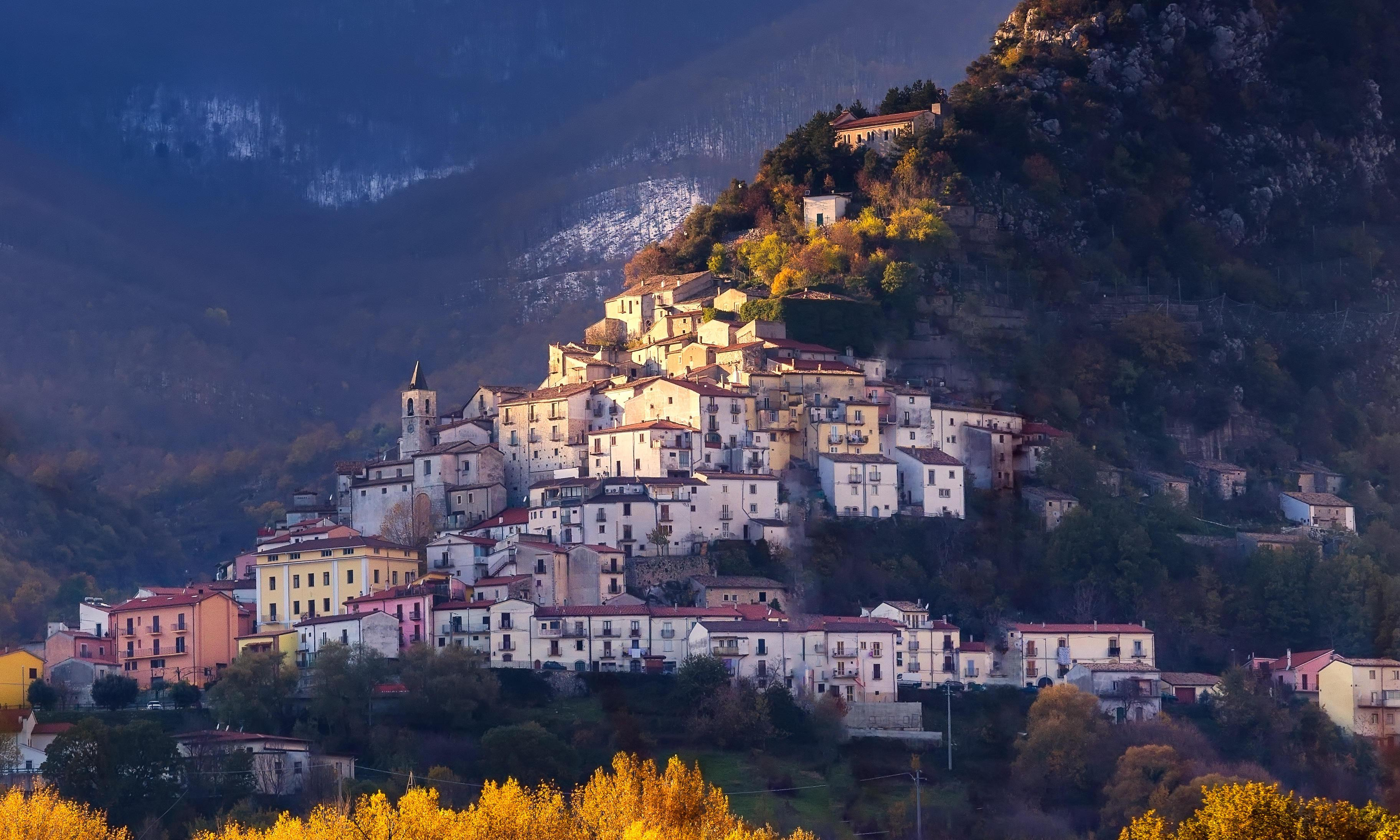 Underpopulated Italian region offers visitors €25,000 to move in