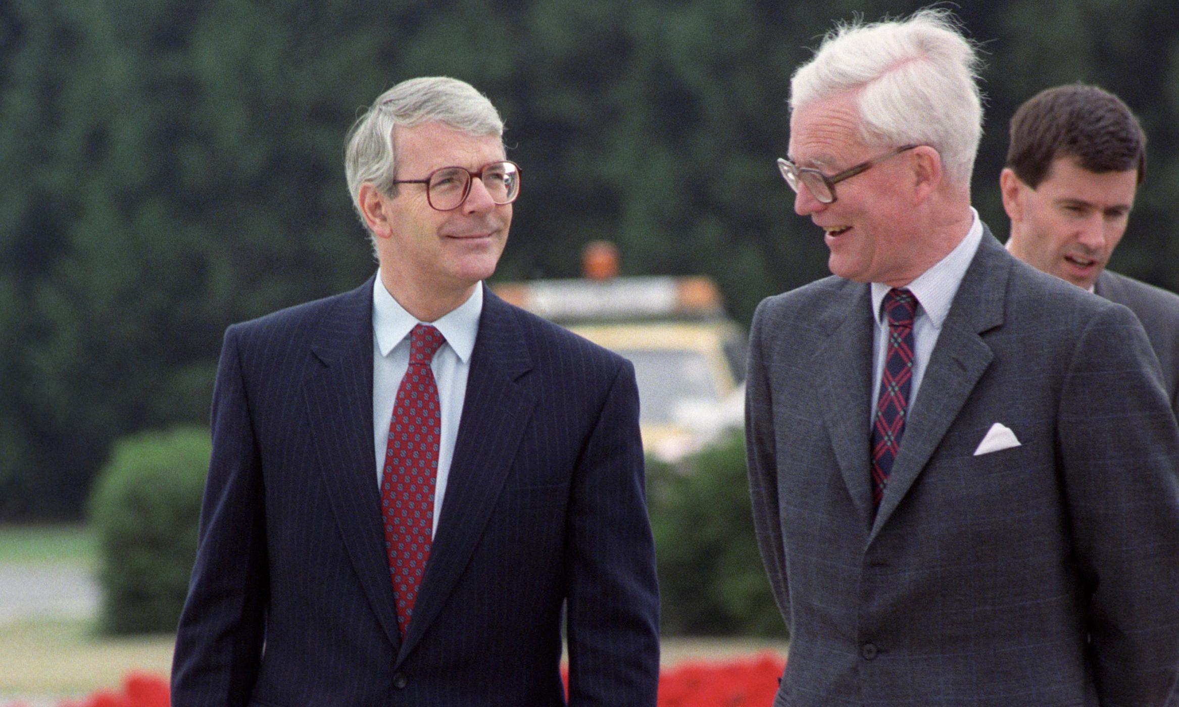 Douglas Hurd warned Major of dangers of UK isolation, papers reveal