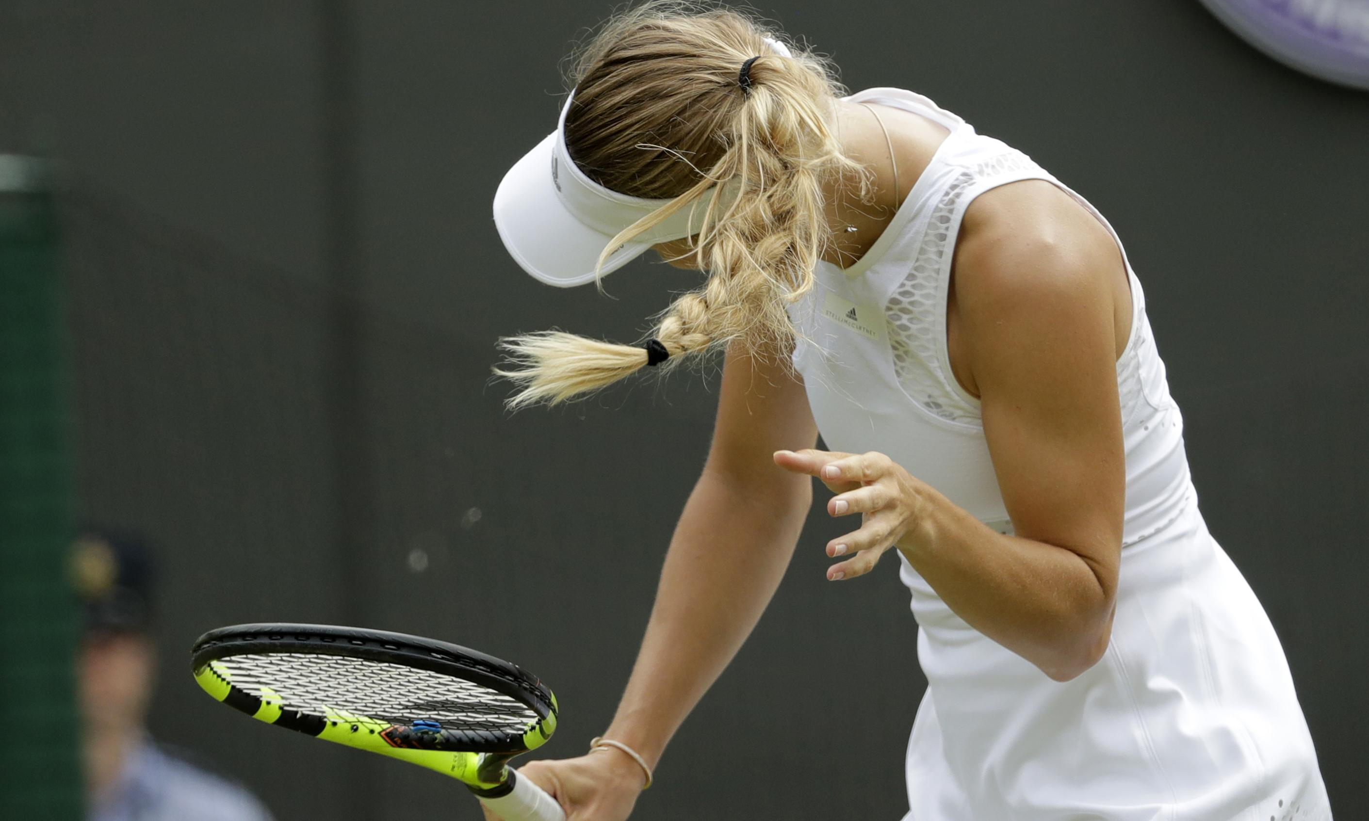 Caroline Wozniacki crashes out of Wimbledon after flying ant invasion