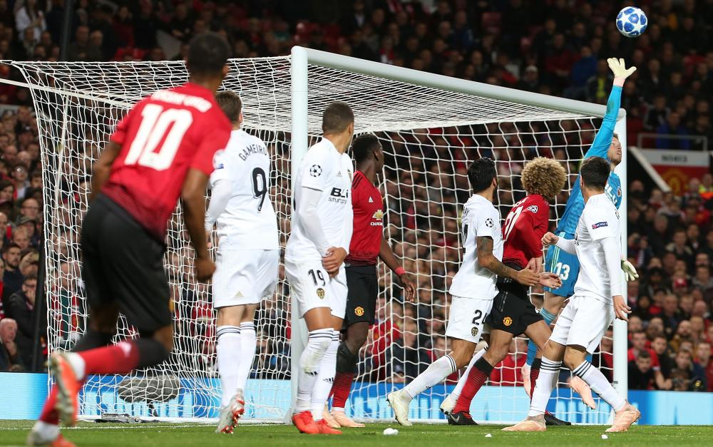 Marcus Rashford hits the bar with a free-kick in the closing minutes of the match.
