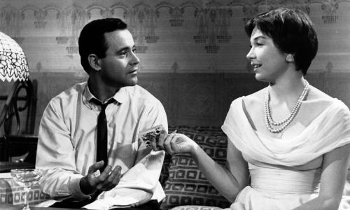 Film - The Apartment (US 1960) dir. Billy Wilder. Jack Lemmon, Shirley MacLaine. Credit: Ronald Grant Archive.