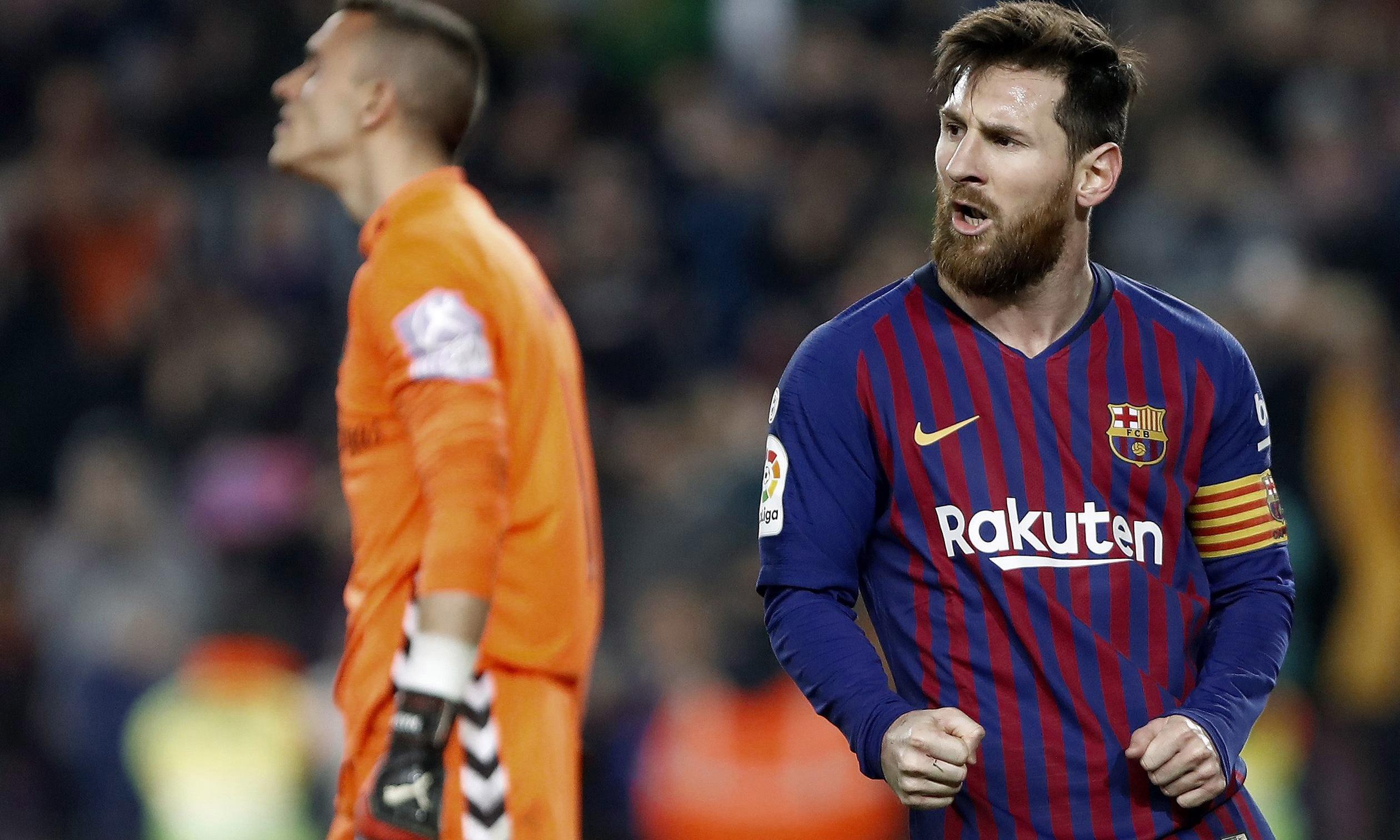 European roundup: Barcelona edge to win; Pizarro is oldest Bundesliga scorer