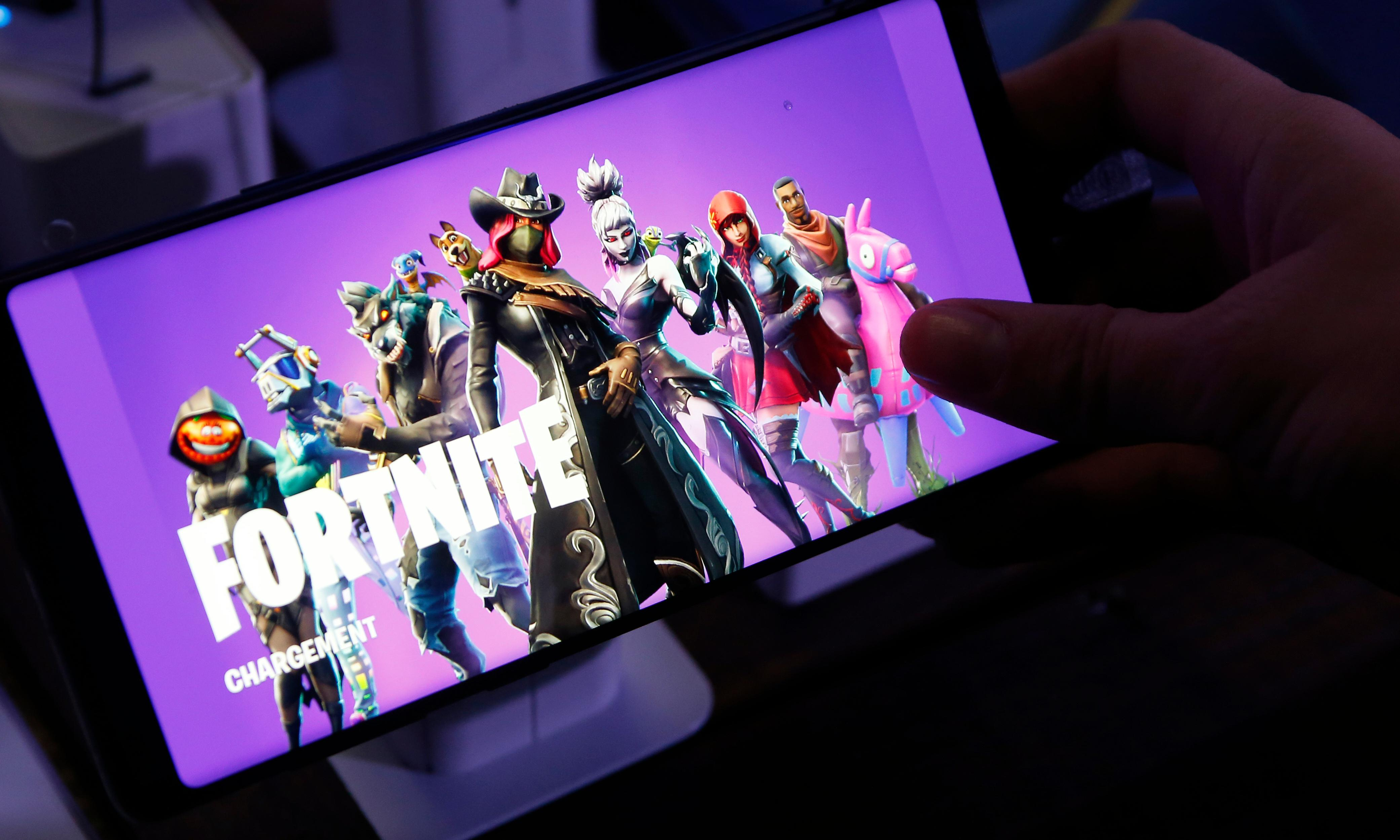 Fortnite maker pulls ads over YouTube 'paedophile ring' claims