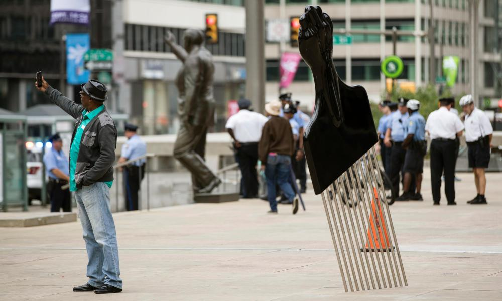 Thomas's All Power to All People afro pick sculpture, with the statue of Frank Rizzo in the background.