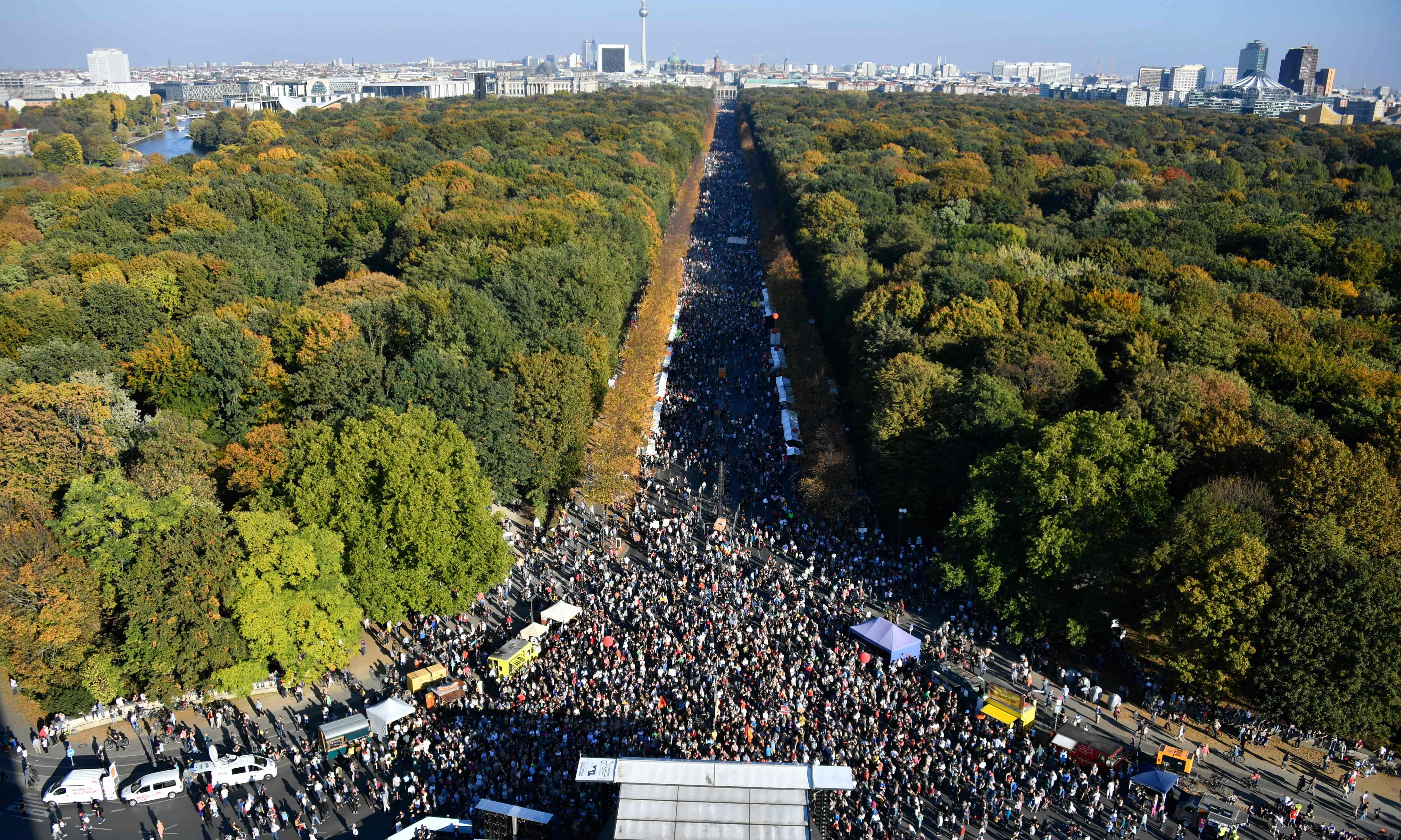 German march against far right draws huge crowds in Berlin