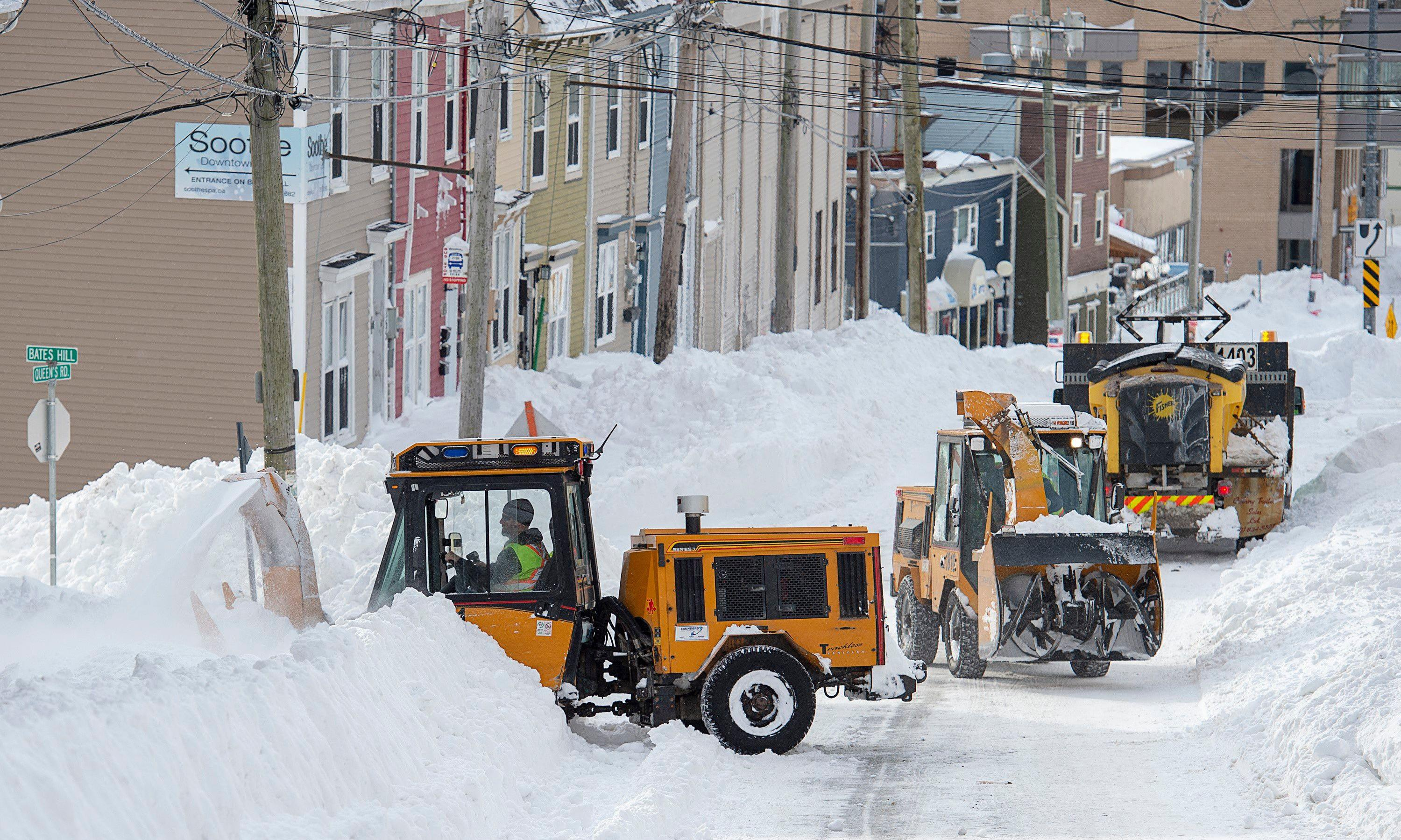 Canada sends soldiers to Newfoundland to aid blizzard clear-up