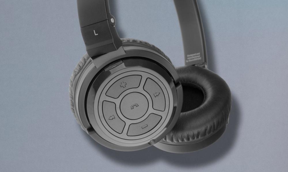 Soundmagic P22BT headphones.