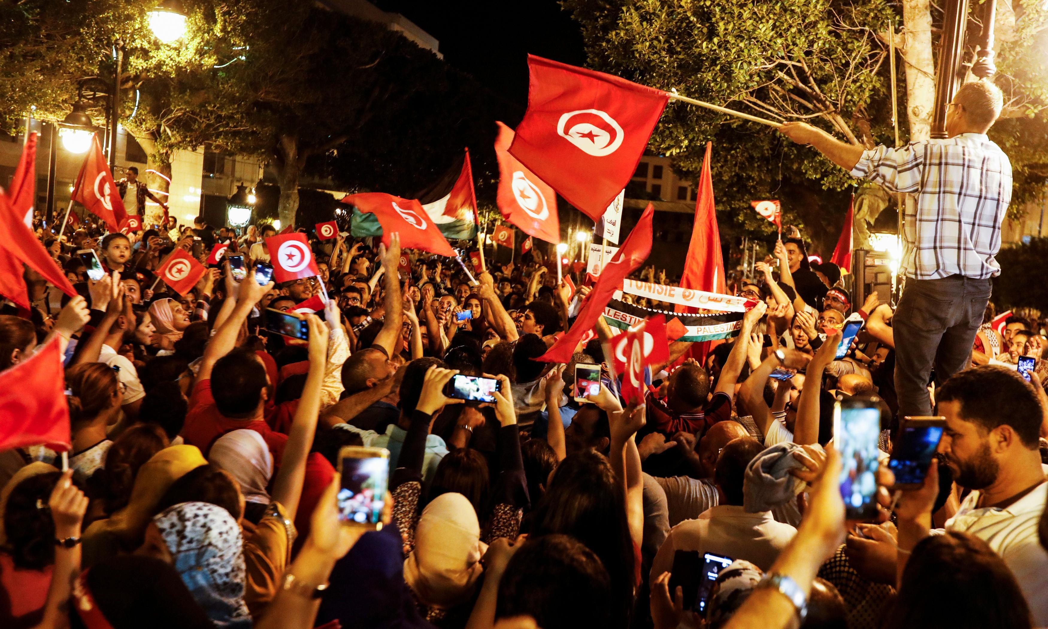 Tunisia election: 'Robocop' Kais Saied wins presidential runoff