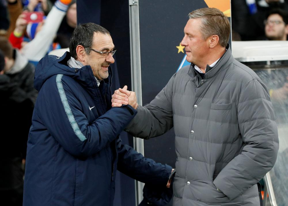 The managers greet before kick-off.