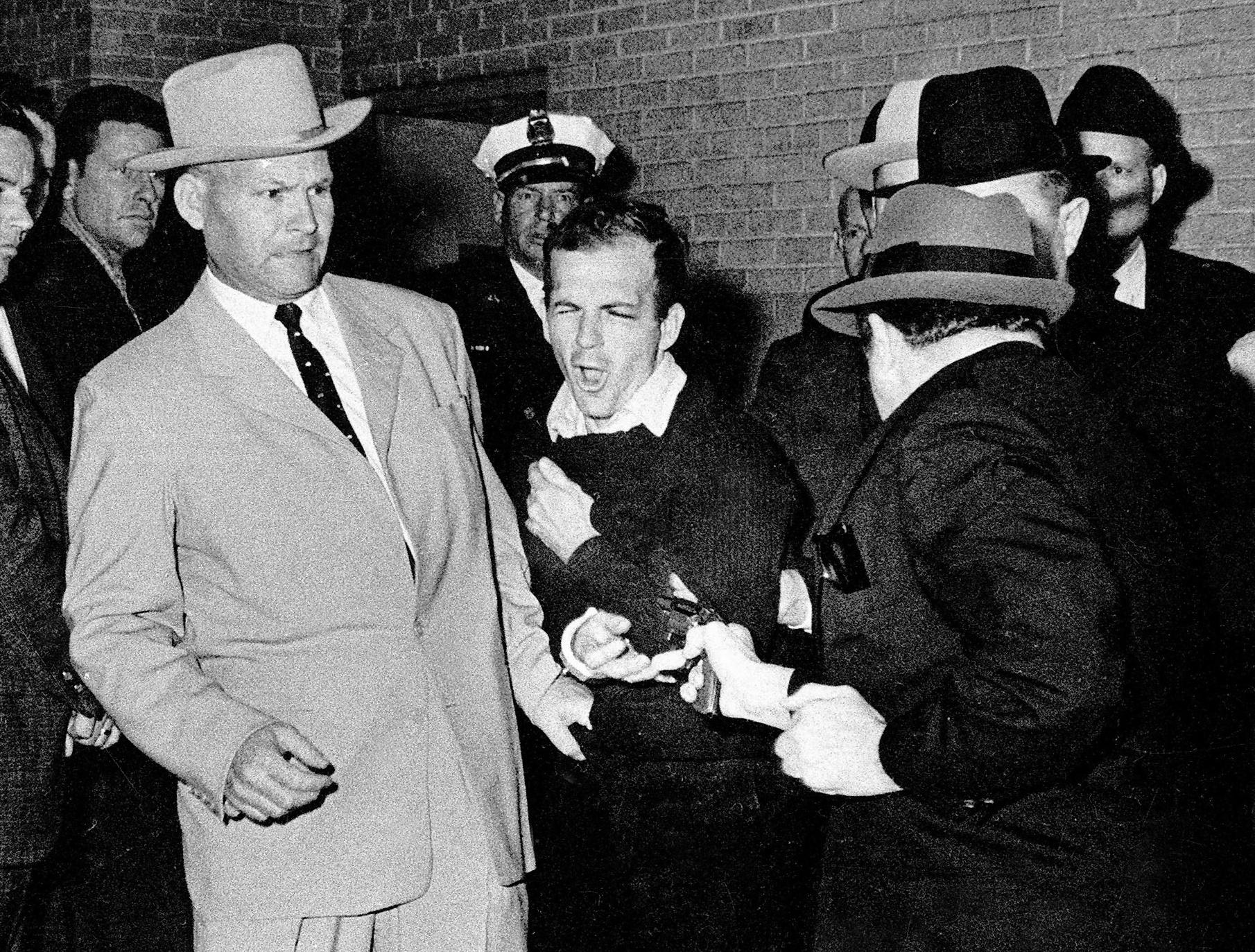 James R Leavelle, detective handcuffed to Lee Harvey Oswald when he was shot, dies aged 99