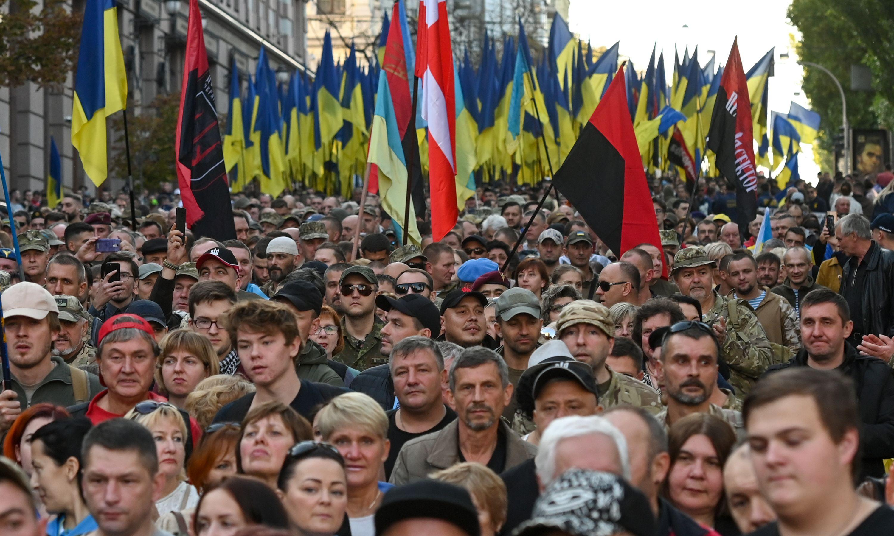Thousands march in Kyiv to oppose east Ukraine peace plan